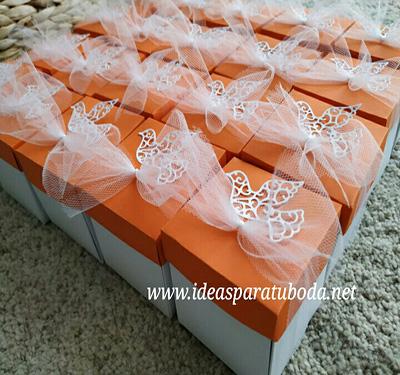 invitacion caja comunion tapa naranja paloma troquelada lazo niño